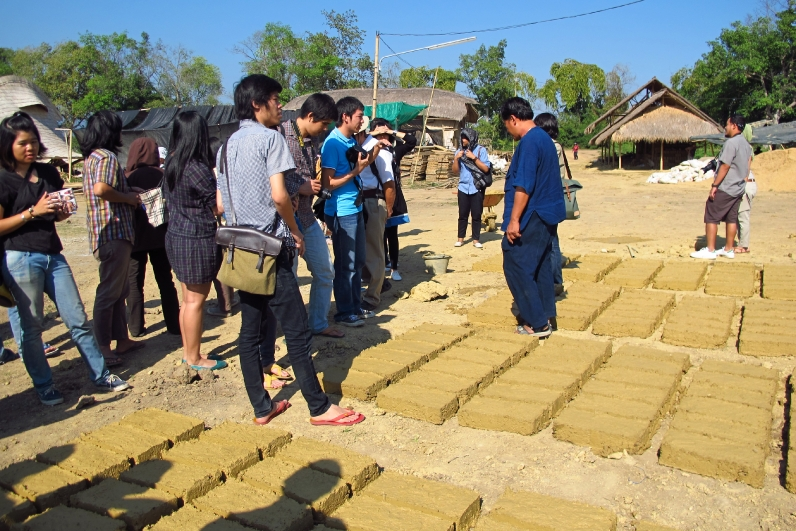 Adobe bricks by Chiangmai Life Construction, earth and bamboo construction company in Thailand