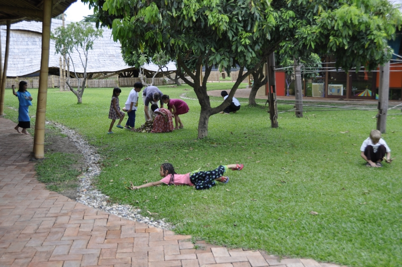 Panyaden students picking up leaves and tidying up school yard