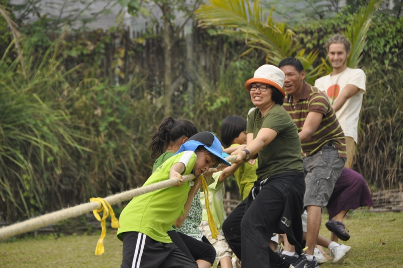 Panyaden School teachers & students work together as a team on Sports Day