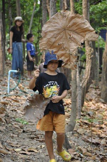 Panyaden Summer School student holding dried leaves