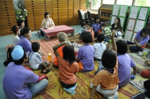 Panyaden Summer School students learning at the botanic gardens
