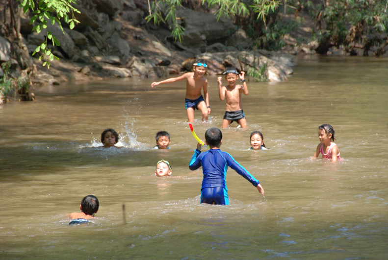 Fun in the water: Panyaden Summer School students at Opkhan National Park