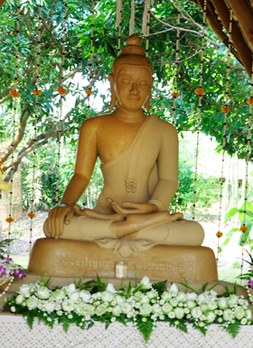 Panyaden School's main Buddha image on the school campus
