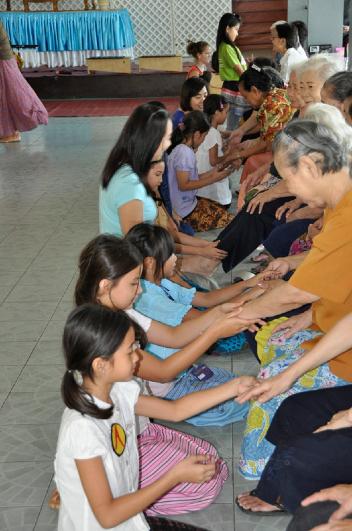 Panyaden School Chiang Mai students visit elderly home