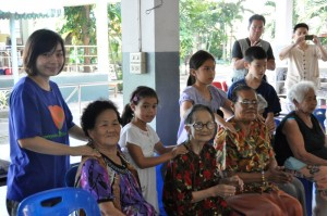 Massages for the elderly by Panyaden School primary students and teachers