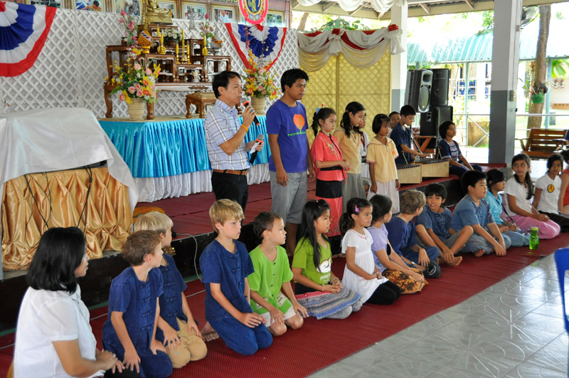 Panyaden School students visit home for the elderly in Chiang Mai