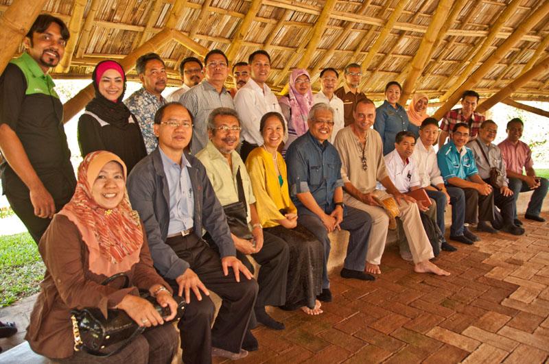 Senior Malaysian government officials led by Deputy Minister of MPIC, Dato Zainuddin at Panyaden School Chiang Mai