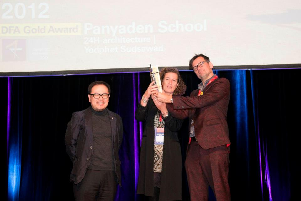 24H architects receiving award for design of Panyaden School