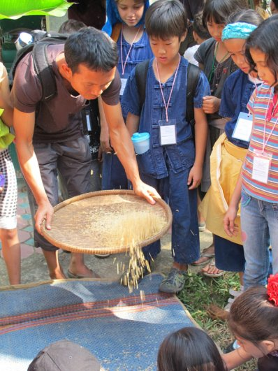 img_8720 Panyaden teacher shows students how to husk rice