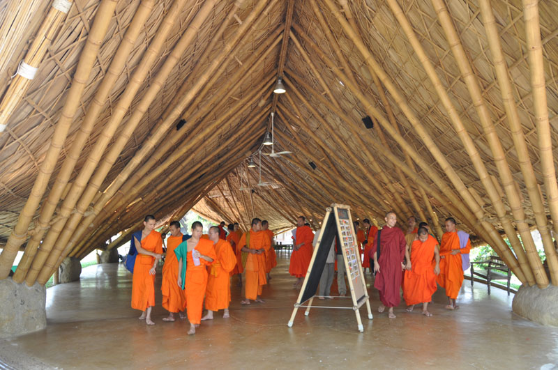 children-present-12-wise-habits-to-visiting-monks-1