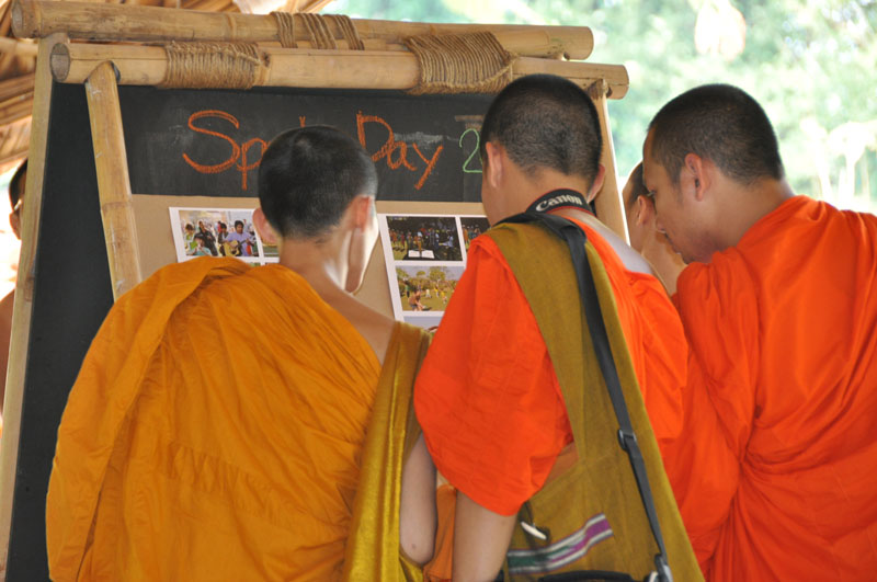 children-present-12-wise-habits-to-visiting-monks-7