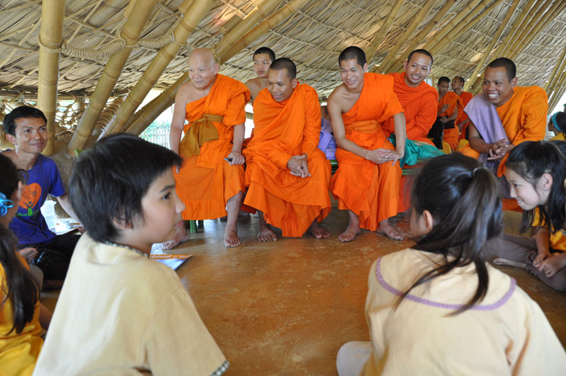children-present-12-wise-habits-to-visiting-monks-9