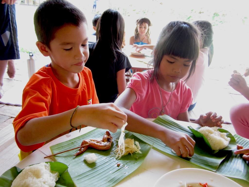IMG_3542 Panyaden School students eating food served on banana leaves at Summer School, Chiang Mai