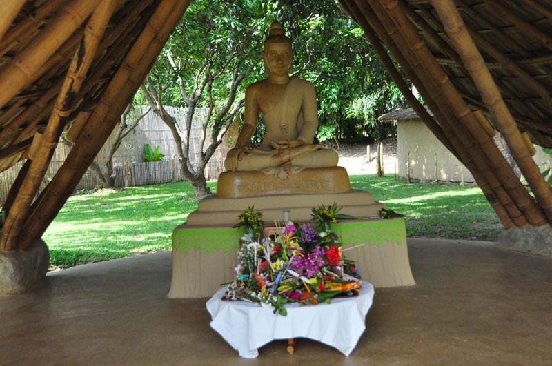 dsc_2423 Main Buddha image, Panyaden School Chiang Mai
