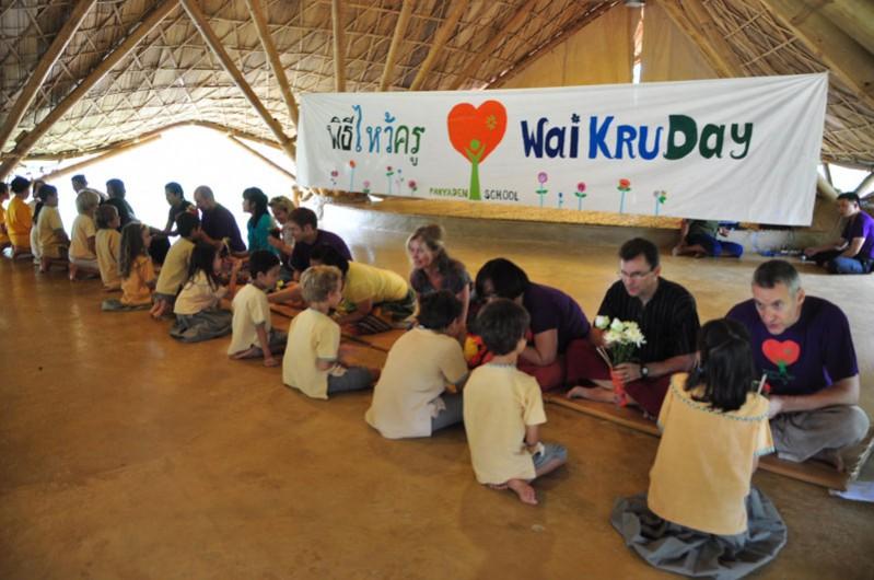dsc_2829 Paying respects to teachers on Wai Kru Day, Panyaden School Chiang Mai