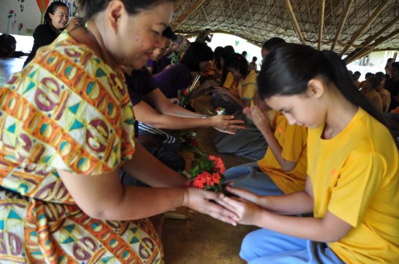 dsc_2850 Teacher receiving gift of flowers from Panyaden Student on Wai Kru Day