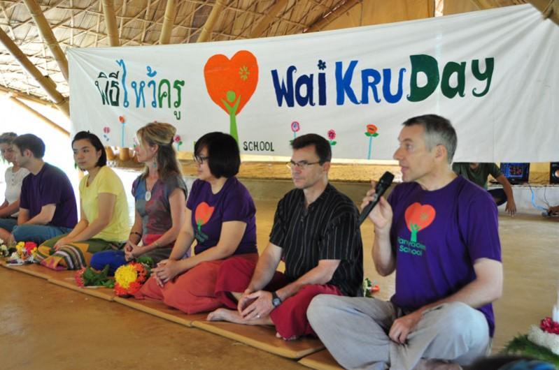 dsc_2915 Neil Amas, Panyaden School Director giving speech on Wai Kru Day