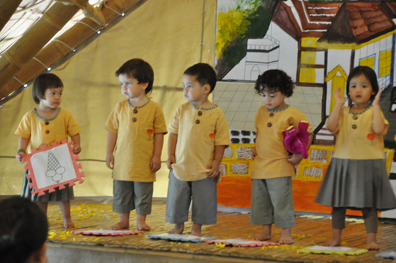 dsc_3130 Performance by kindergarten students, Panyaden School Chiang Mai