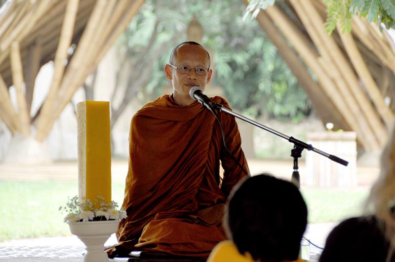 vien-tien-dhamma-talk-with-ajahn-jiew