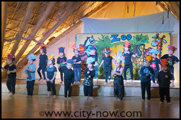 DSC02154 Nursery students perform on Blossom Day, Panyaden School. Photo courtesy of CityNow!