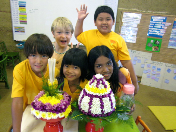 img_7798 Students of Panyaden School enthusiastically showing off their flower arrangements