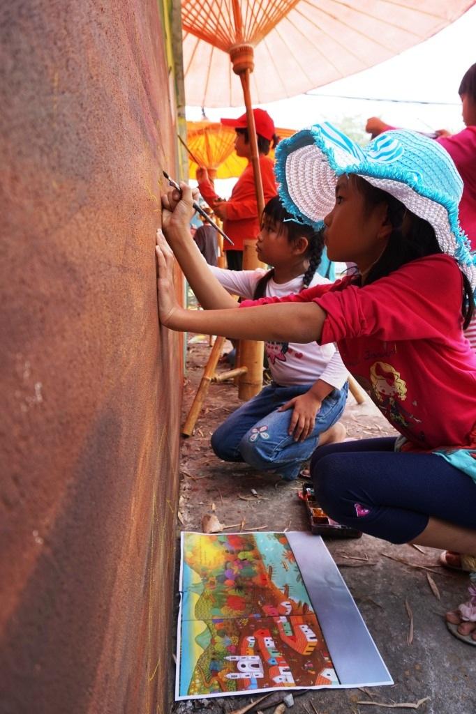 Panyaden Prathom students painting mural