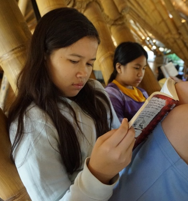 Panyaden School Prathom student reading