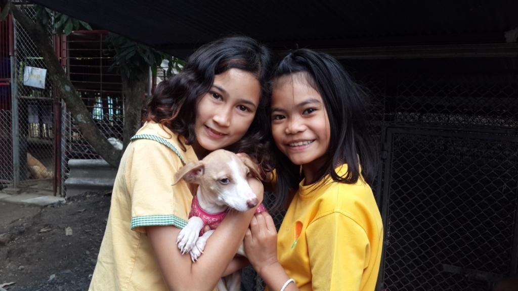 Panyaden Prathom students with puppy at Santisook Dog & Cat Rescue