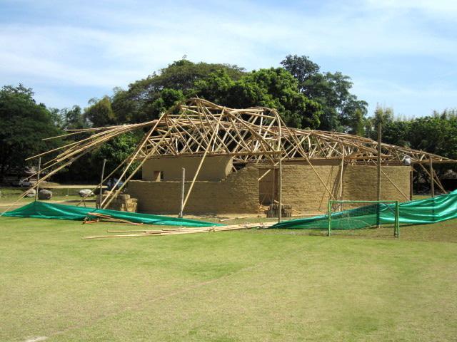 Bamboo roof structure on earthen classroom building, Panyaden School