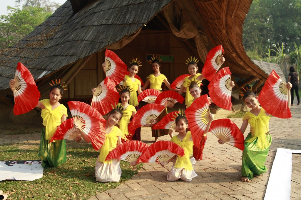 IMG_3009 Panyaden School dancers, Blossom Day 2015