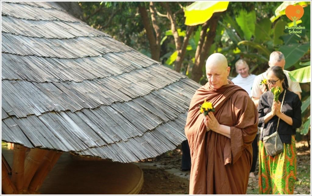IMG_5395 Makha Bucha Day wien tien ceremony, Panyaden School 2015
