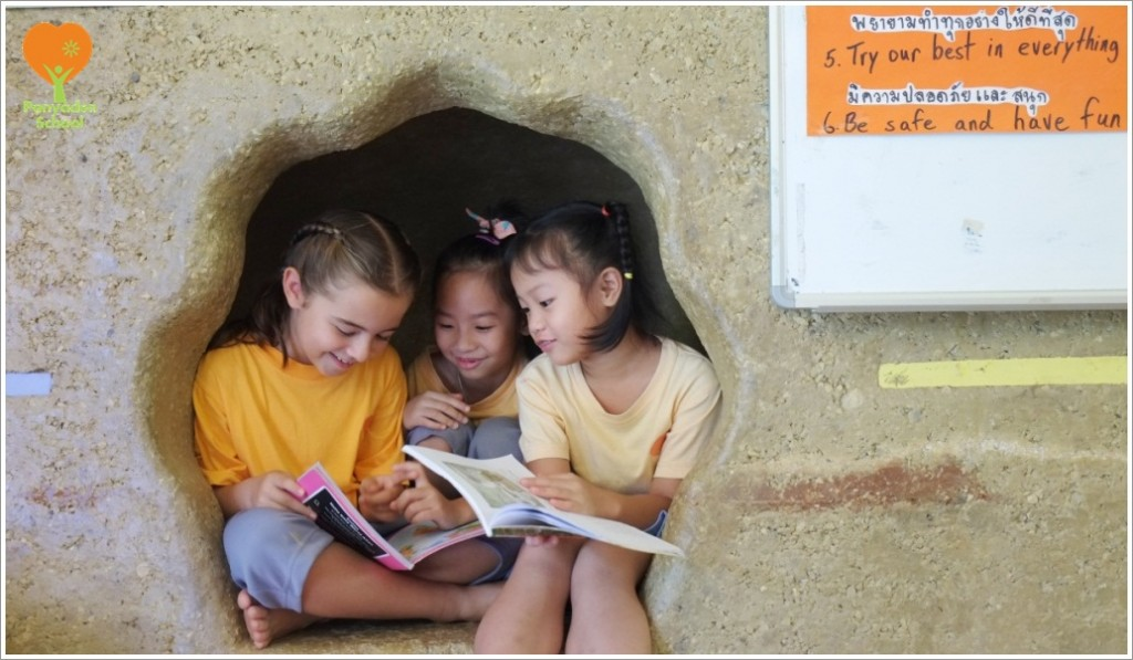 DSCF3038 Panyaden School students read in their cosy 'cave' in the classroom's adobe wall