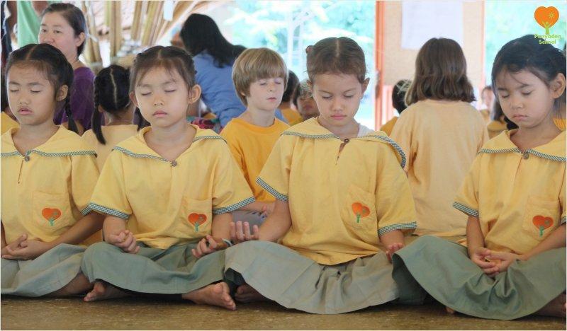 DSCF7367 Panyaden students meditating in school