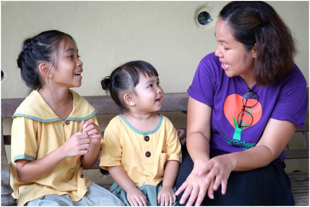 DSCF9425 Head teacher Kru Dokmai with children, Panyaden School