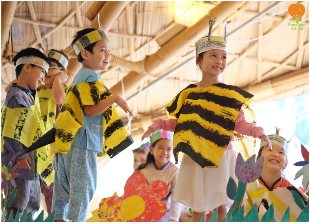 DSCF4468 Panyaden School kindergarten 2 (K2) students demonstrate how bees collect honey