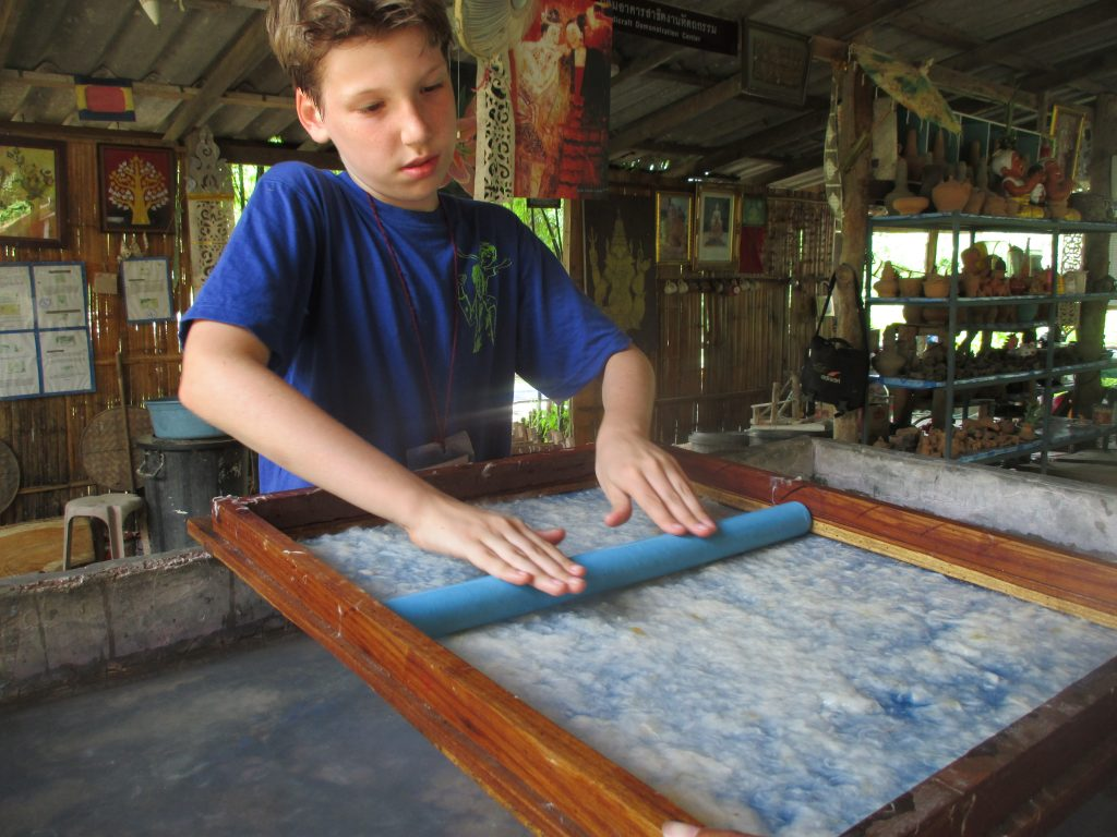 IMG_9376 Panyaden School grade 3 student learning Northern Thai handicraft in Chiang Mai