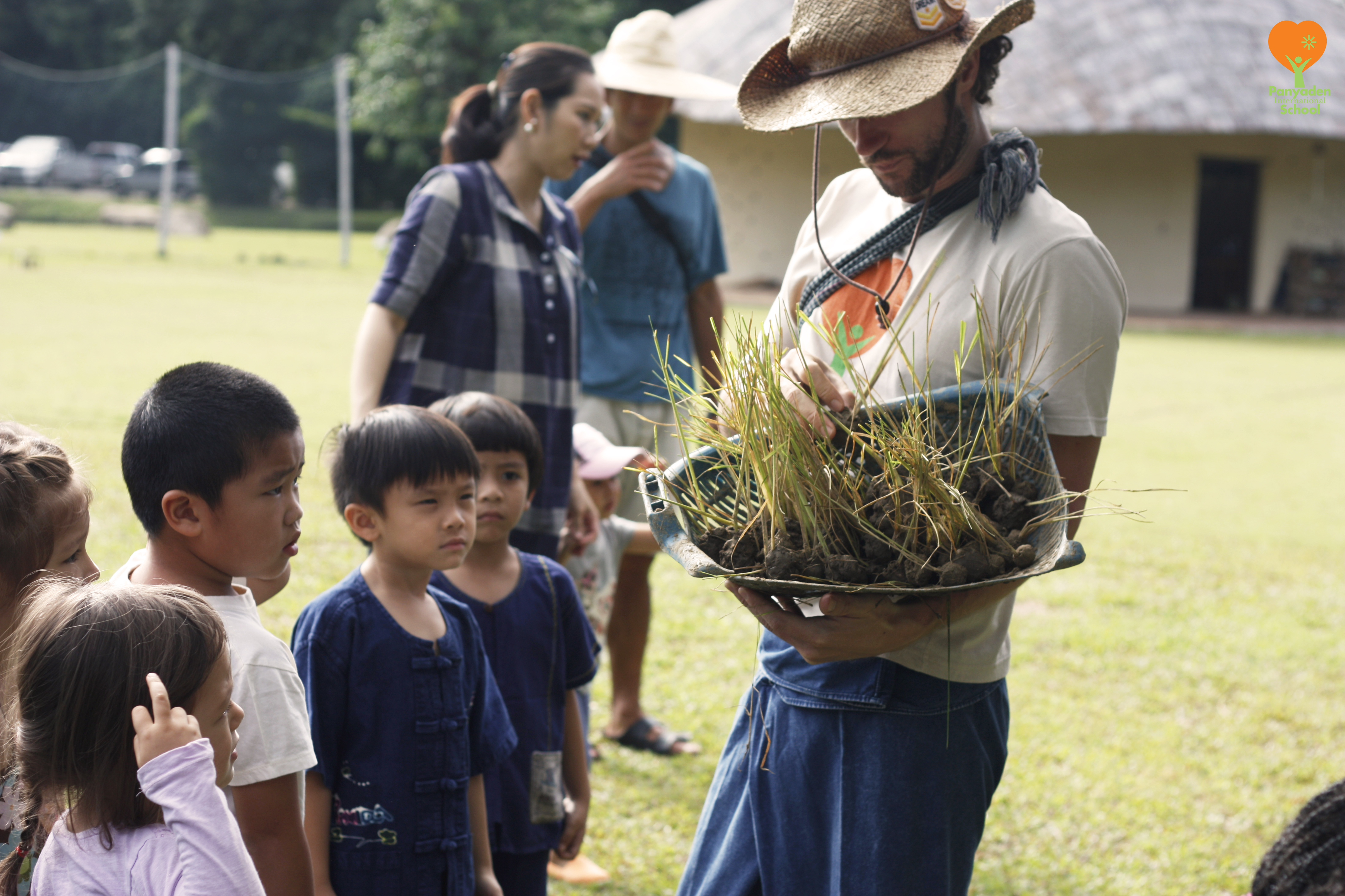 _MG_8061-logo Panyaden International School English homeroom teacher distributing rice seedlings for planting
