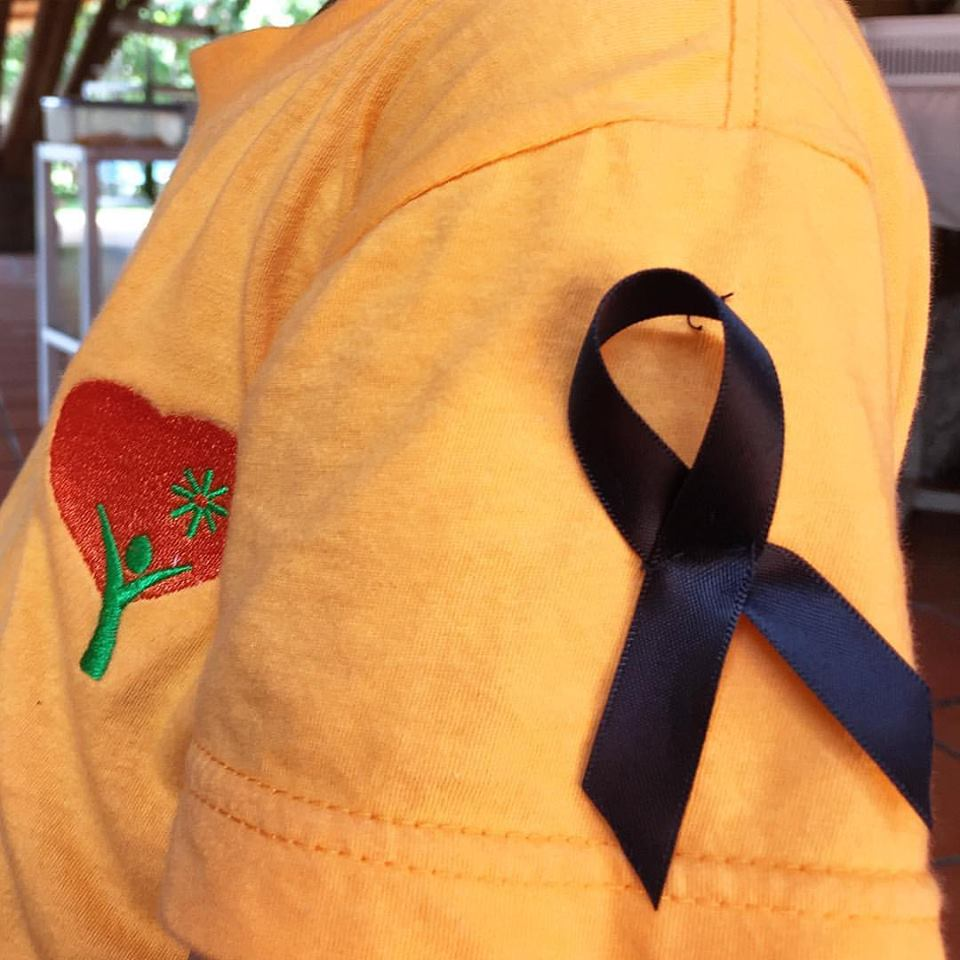 Panyaden International School student wearing black ribbon in remembrance of The King