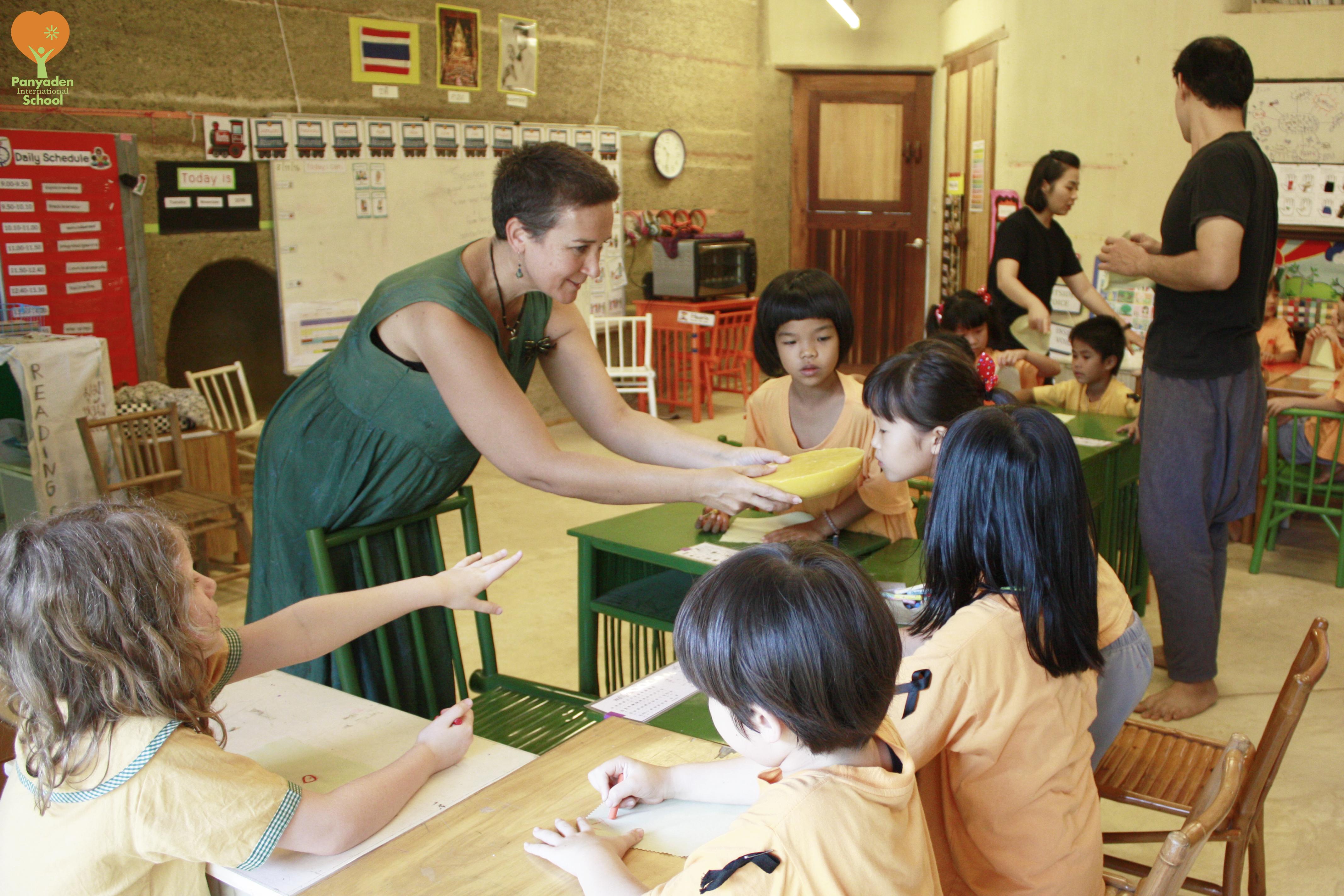 Panyaden parent teachers Year 2 students how to make beeswax fabric