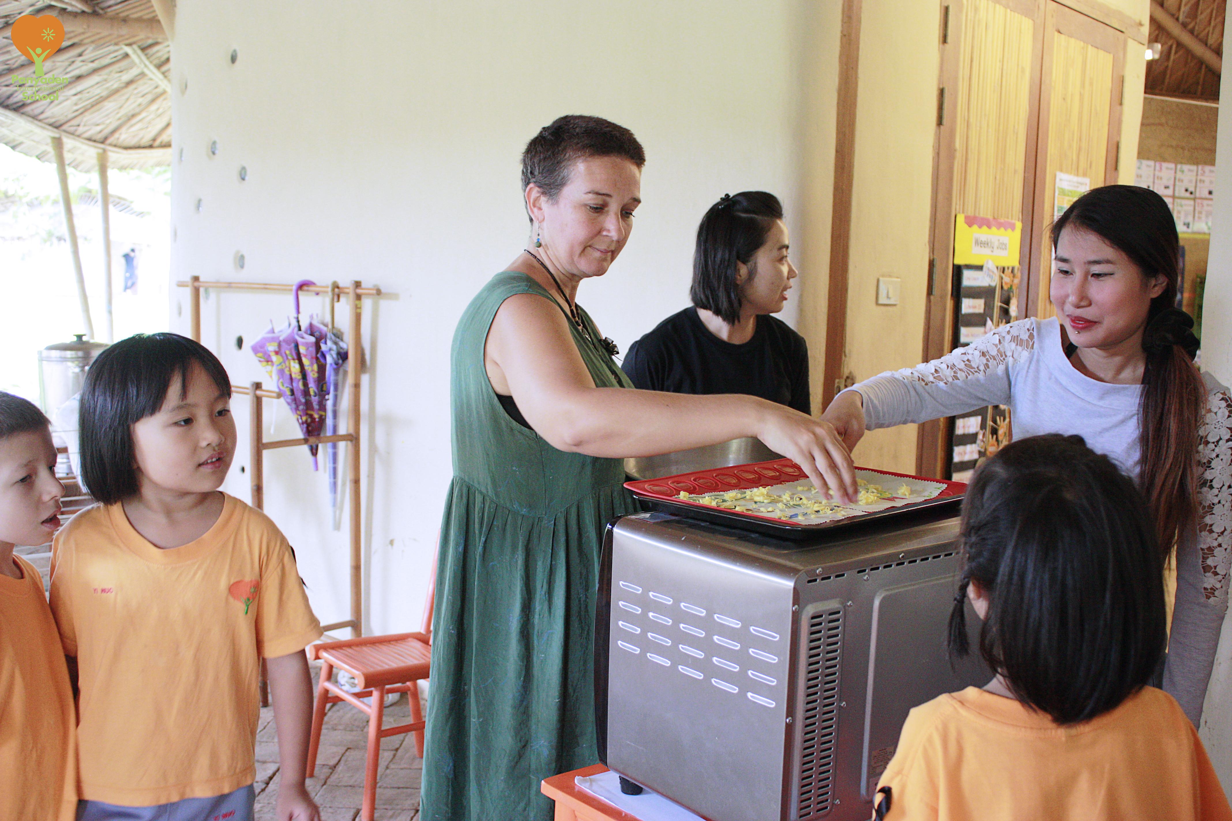 Making beeswax fabric, Panyaden International School