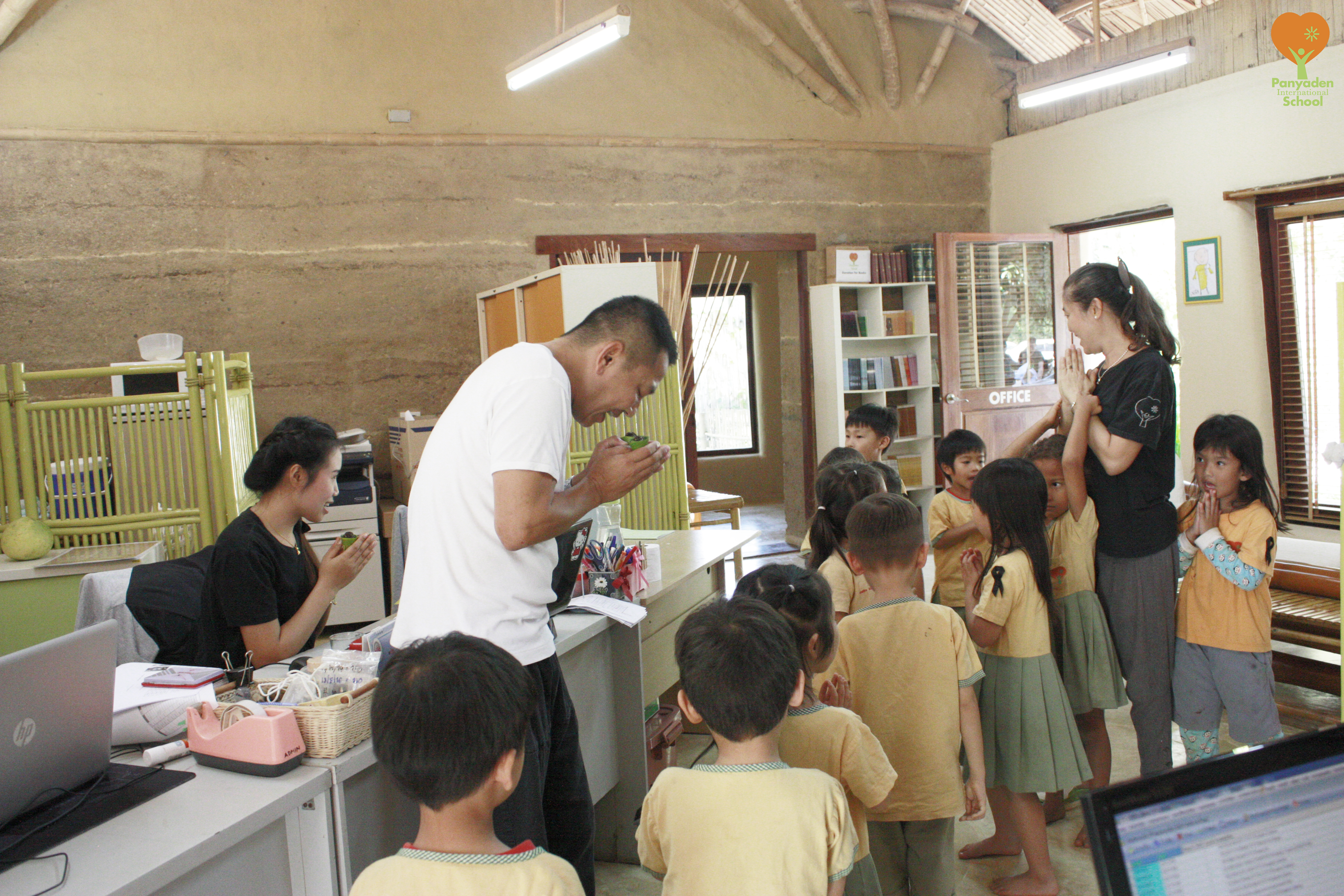 Kindergarten students say thanks school administration staff, Panyaden Giving Week 2016