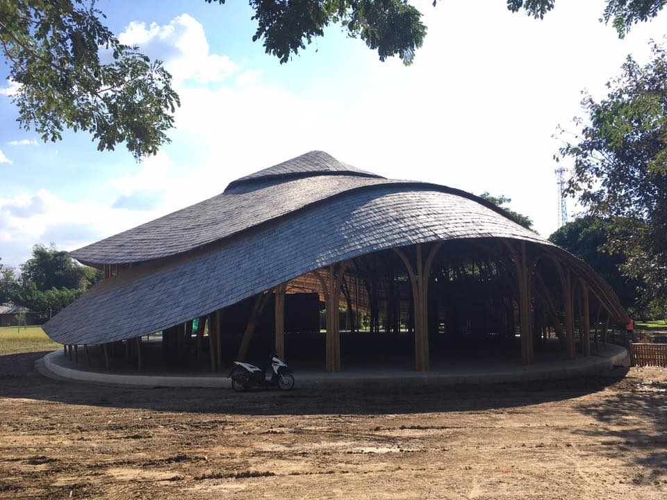 Panyaden International School's new bamboo and earth hall. Photo by Chiang Mai Life Construction