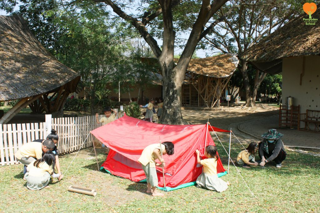 Kindergarten 2 putting up their tent, Panyaden International School Chiang Mai
