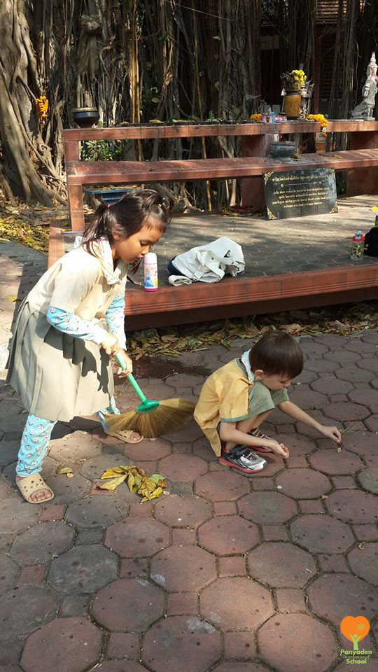 Panyaden K2 social contribution day 2017 - students sweeping and picking up fallen leaves