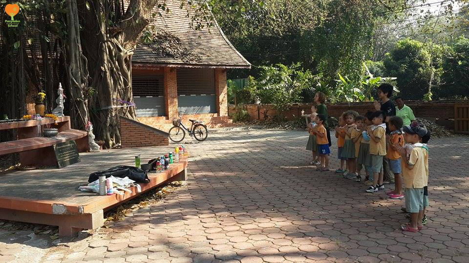 Panyaden social contribution day 2017 - Kindergarten 2 students at Baan Sala community shrine