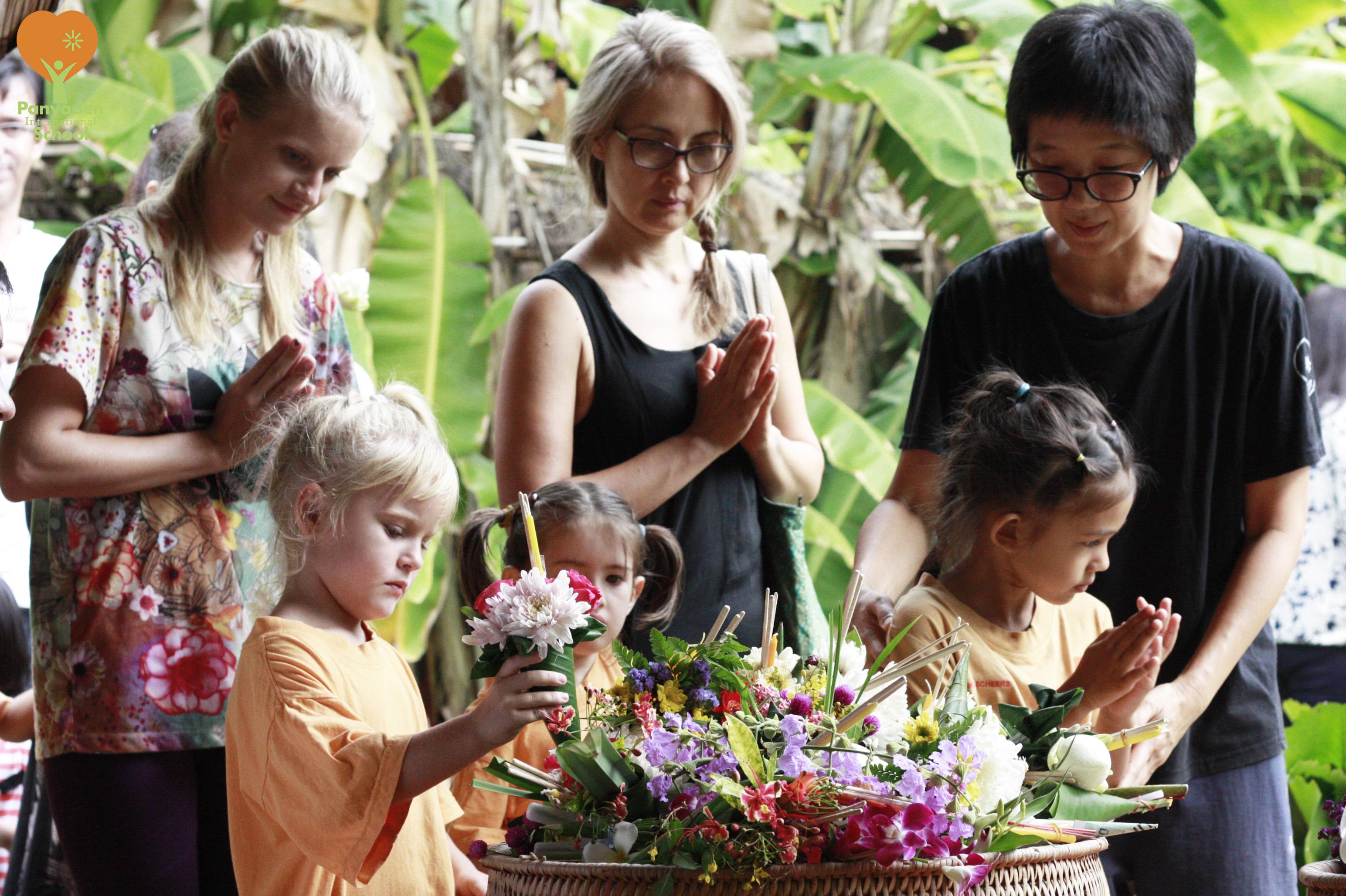 Panyaden Visakha Bucha Day 2017 - vien tien ceremony