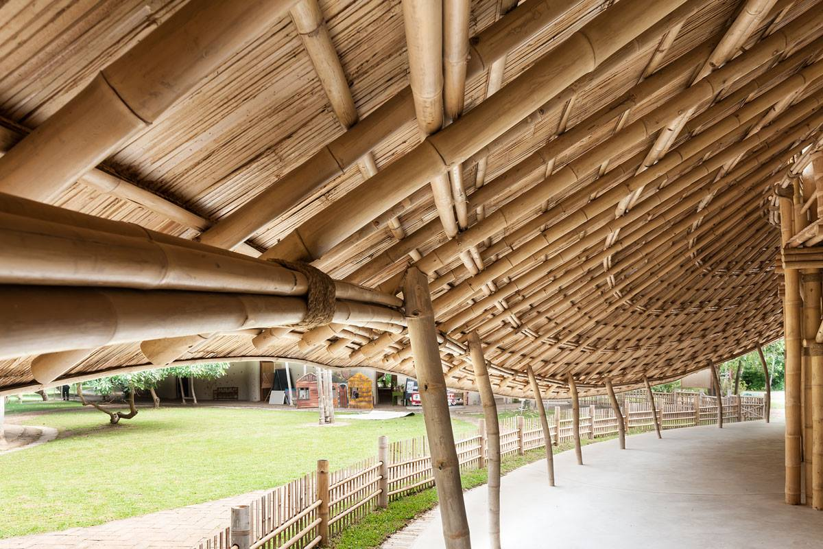 BBeautifully designed bamboo curves, Panyaden International School assembly/indoor sports hall