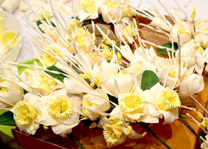 Flower making announcement, Panyaden