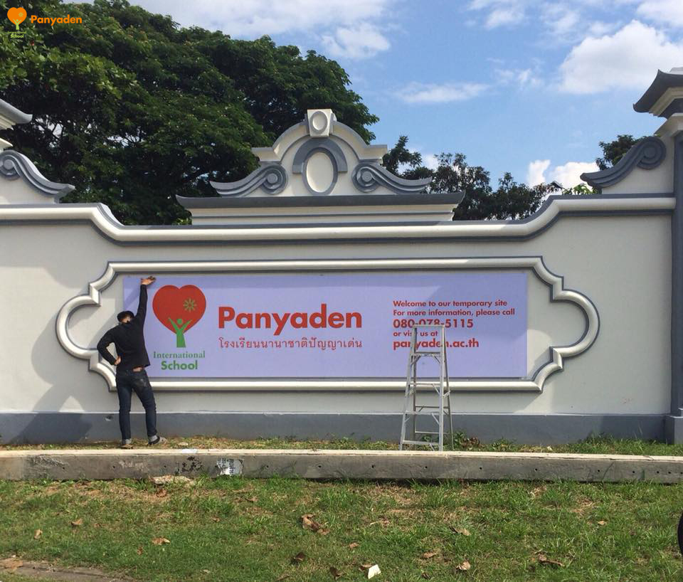 Putting up signage for Panyaden's temporary site