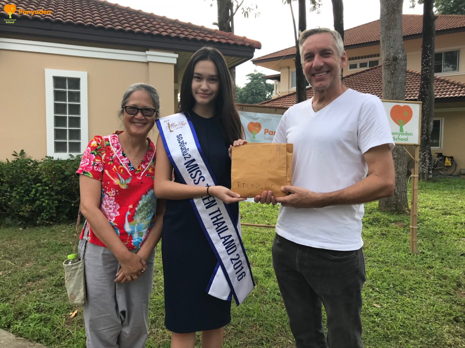 Miss Teen Thailand 2016 donates to Panyaden